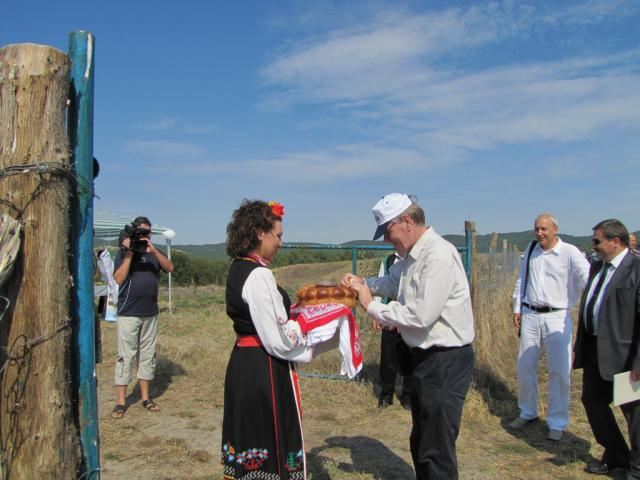 The Dutch ambassador at the open day in Topolovo (by Mihaela Kircheva)