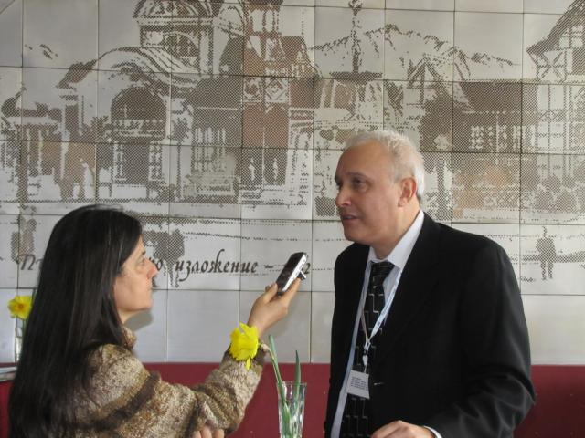 Assoc. prof. V. Popov giving an interview at Agra (pic. Iva Tontcheva)