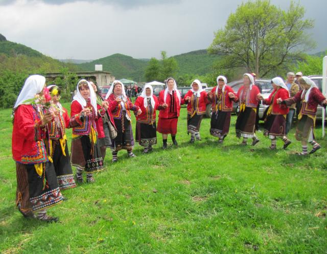 Avren Ensamle is dancing at the Tarpan days in the village of Sbor (pic. Iva Tontcheva)