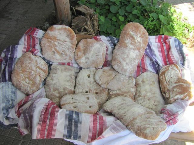 Freshly baked spelt bread (pic. Iva Tontcheva)